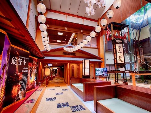 【お祭り展示コーナー】石崎奉灯祭のキリコを展示しています!