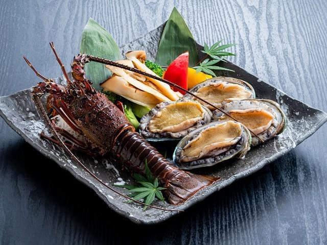 活〆鮑・伊勢海老・松茸の豪華焼き