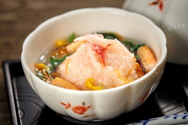 【温物】蟹道明寺蒸し 五彩銀餡  ※当日の仕入れにより料理変更となる場合もございます