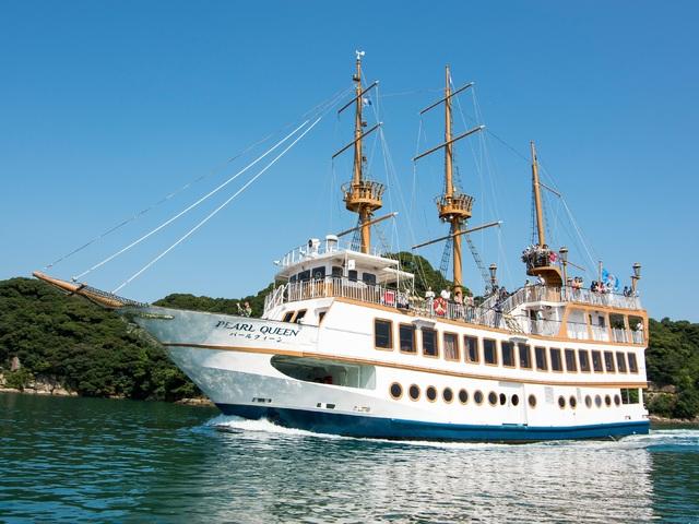 【遊覧船パールクィーン】白く輝く優雅な船体!